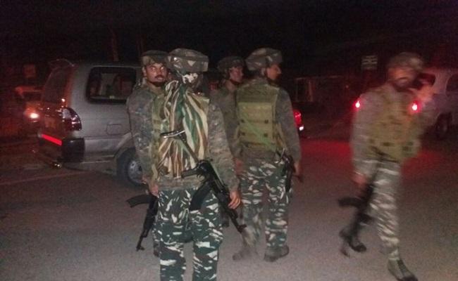 जम्मू कश्मीर: पुलवामा में सुरक्षाबलों ने एक आतंकवादी को गिरफ्तार किया, पिस्टल और हैंड ग्रेनेड बरामद