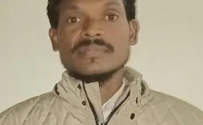 झारखंड: पुलिस को बड़ी कामयाबी, भाकपा माओवादी के 10 लाख के इनामी नक्सली ने किया सरेंडर