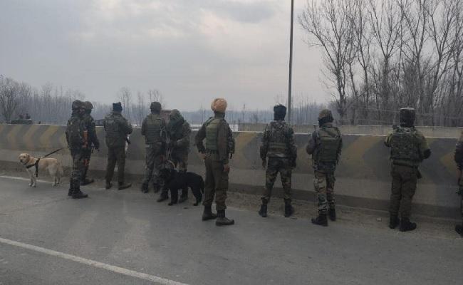 जम्मू कश्मीर: श्रीनगर रेलवे स्टेशन पर IED मिलने से मचा हड़कंप, सर्च ऑपरेशन जारी