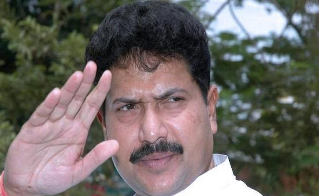 मुंबई: होटल के कमरे में मृत पाए गए सांसद मोहन डेलकर, मचा हड़कंप