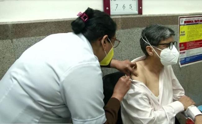 Corona Vaccination: सरकार का बड़ा फैसला, 60 साल से अधिक उम्र वालों को 1 मार्च से लगेगा टीका