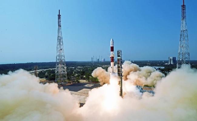 ISRO ने साल का पहला मिशन पीएसएलवी-सी51 लॉन्च किया, अंतरिक्ष में भेजी भगवद्गीता और पीएम मोदी की तस्वीर