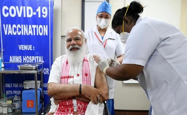 दिल्ली: आज से कोरोना वैक्सीनेशन का दूसरा फेज शुरू, पीएम मोदी ने एम्स में लगवाई वैक्सीन