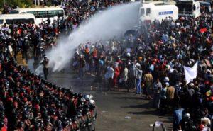 Myanmar: तख्तापलट के बाद प्रदर्शन कर रहे नागरिकों का दमन जारी, सांसदों ने सेना को आतंकी संगठन घोषित किया