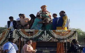 राजस्थान: पुलवामा हमले में शहीद हुए हेमराज मीणा की प्रतिमा का हुआ अनावरण, प्रतिमा से लिपटकर रोईं पत्नी