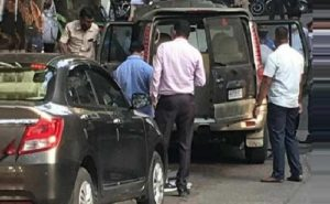 मुंबई: मुकेश अंबानी के घर के बाहर जिस कार में मिला था विस्फोटक, उसके मालिक का मिला शव