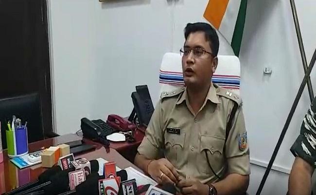 Jharkhand: नक्सलियों के खिलाफ अभियान तेज करेगी चतरा पुलिस, पोस्टर लगाकर लोगों को करेगी जागरूक