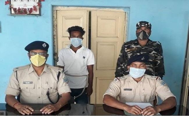 Jharkhand: सरायकेला-खरसावां में पुलिस को मिली बड़ी कामयाबी, केन बम बरामद