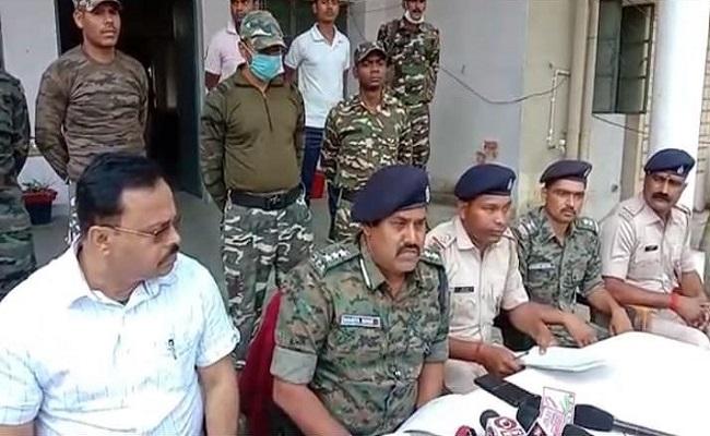 Jharkhand: किसी बड़ी वारदात को अंजाम देने की कर रहे थे प्लानिंग, चतरा पुलिस के हत्थे चढ़े 3 PLFI नक्सली
