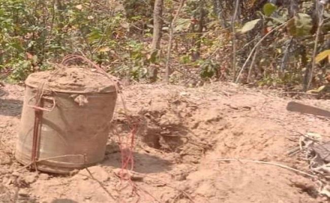 Jharkhand: गिरिडीह में पुलिस के हत्थे चढ़ा नक्सली, 40 किलो IED बरामद