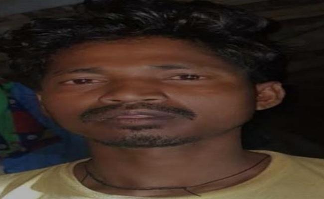 झारखंड: नक्सलियों के खिलाफ बड़ी सफलता, PLFI का एरिया कमांडर सैमुएल कांडुलना गिरफ्तार