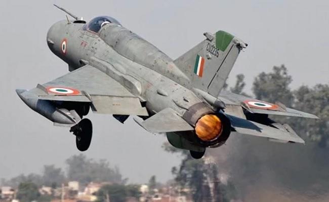 भारतीय वायुसेना का विमान मिग-21 दुर्घटनाग्रस्त, ग्रुप कैप्टन ए गुप्ता शहीद