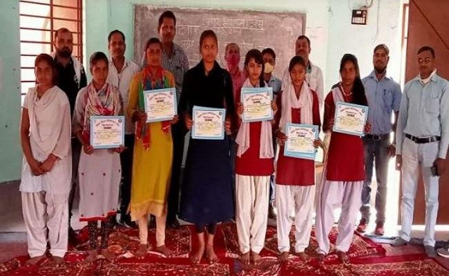 Bihar: गया जिले के नक्सल प्रभावित इलाके में जगी शिक्षा की अलख, लड़कियां लहरा रहीं सफलता के परचम
