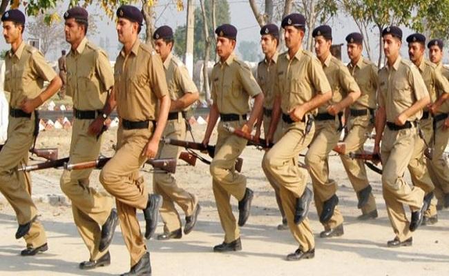 Chhattisgarh: नक्सल प्रभावित इलाकों में युवाओं को सही रास्ता दिखा रहे सुरक्षाबल के जवान, छत्तीसगढ़ पुलिस में 16 युवाओं का हुआ चयन