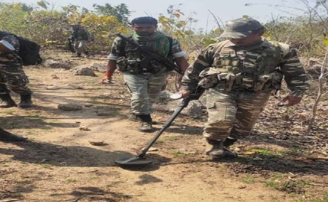 बिहार: नक्सलियों के बंद के ऐलान पर सुरक्षाबल अलर्ट, सर्च ऑपरेशन में जुटी पुलिस