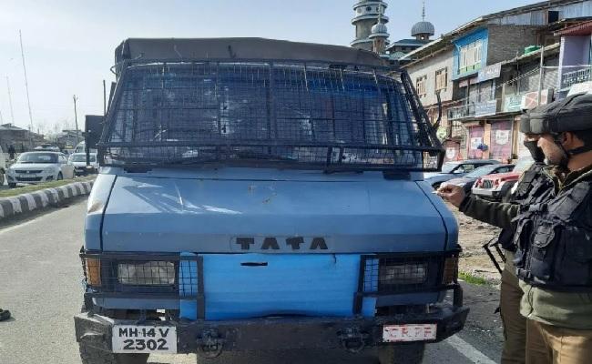 जम्मू कश्मीर: श्रीनगर में CRPF की पेट्रोलिंग पार्टी पर बड़ा आतंकी हमला, 2 जवान शहीद, 2 घायल