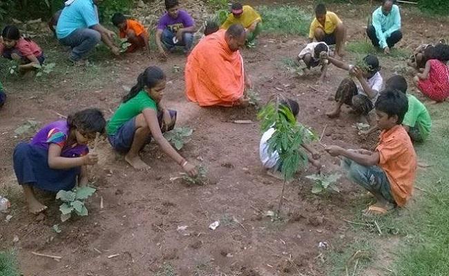 दंतेवाड़ा: नक्सल हिंसा में परिजनों को खोनेवाले बच्चों के लिए सहारा बना शिवानंद आश्रम, आनेवाले कल को बेहतर बनाने के लिए कर रहा काम