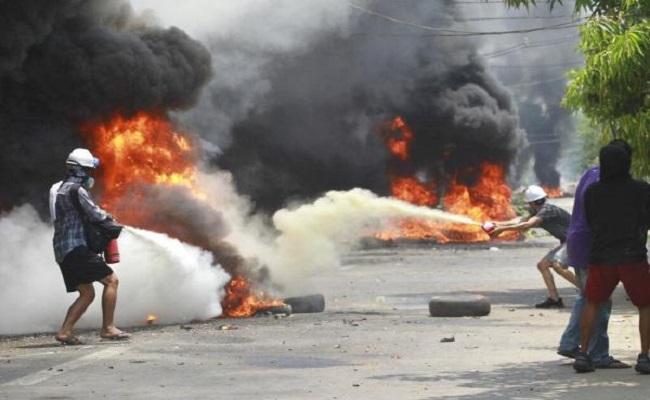 म्यांमार में प्रदर्शनकारियों पर एक बार फिर सेना ने बरपाया कहर, 91 लोगों की गई जान