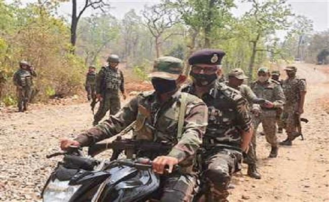 छत्तीसगढ़: नारायणपुर नक्सली हमले के बाद डीजी जुनेजा ने घटनास्थल का लिया जायजा, बनाई रणनीति