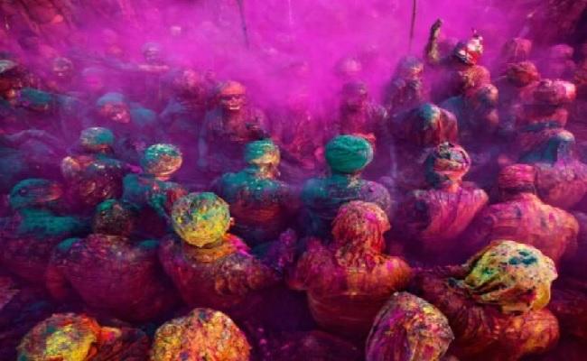 Holi 2021: होली पर शरीर और कपड़ों से छुड़ाना चाहते हैं रंग? अपनाएं ये घरेलू तरीके