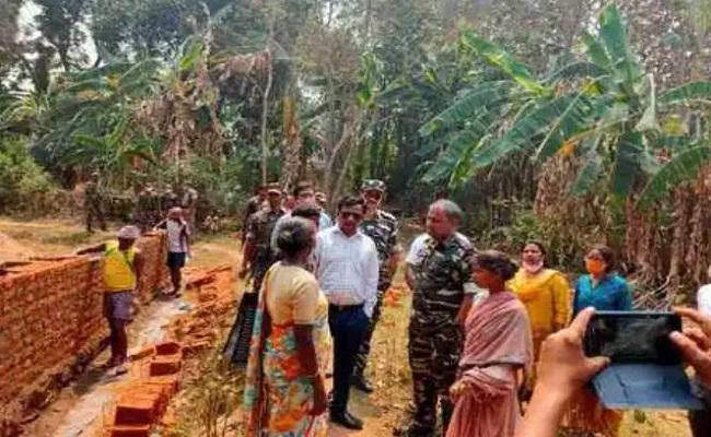 Jharkhand: अधिकारी लगातार कर रहे खूंटी के इस नक्सल प्रभावित इलाके का दौरा, मिल रही विकास को गति