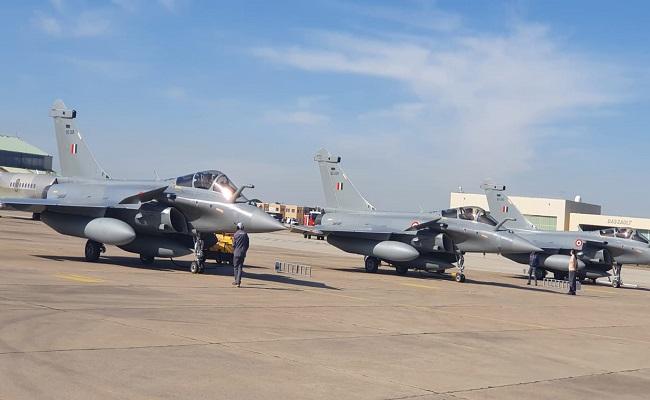 भारतीय वायुसेना की ताकत में हुआ जबरदस्त इजाफा, फ्रांस से 3 राफेल लड़ाकू विमान भारत पहुंचे