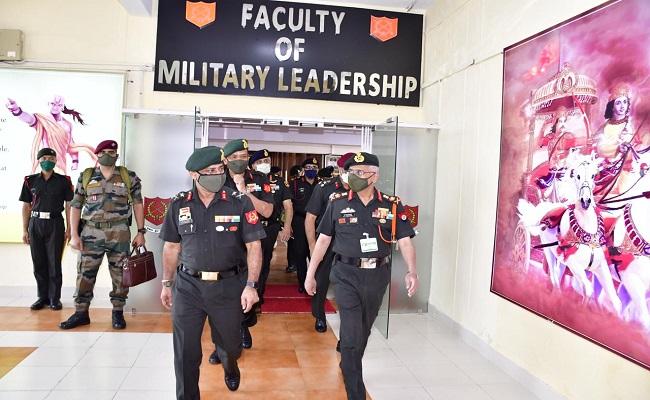आर्मी वार कॉलेज की गोल्डन जुबली के मौके पर आर्मी चीफ जनरल एमएम नरवणे ने किया कॉलेज का दौरा, देखें PHOTOS