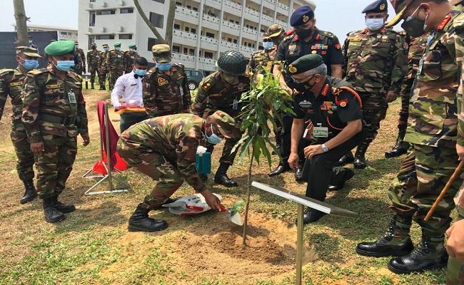 बांग्लादेश के 5 दिवसीय दौरे पर आर्मी चीफ नरवणे, दोनों देशों के बीच सैन्य सहयोग को मजबूती देने की पहल