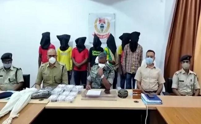 झारखंड: पुलिस को लातेहार में मिली बड़ी सफलता, PLFI के 7 नक्सली हथियार समेत गिरफ्तार