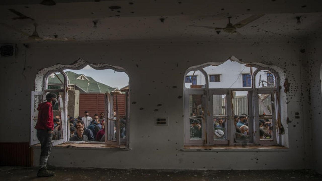 धर्म के नाम पर निर्दोषों का खून बहाने वाले आतंकवादी अपनी जान बचाने के लिए मस्जिदों को बना रहें हैं ढाल