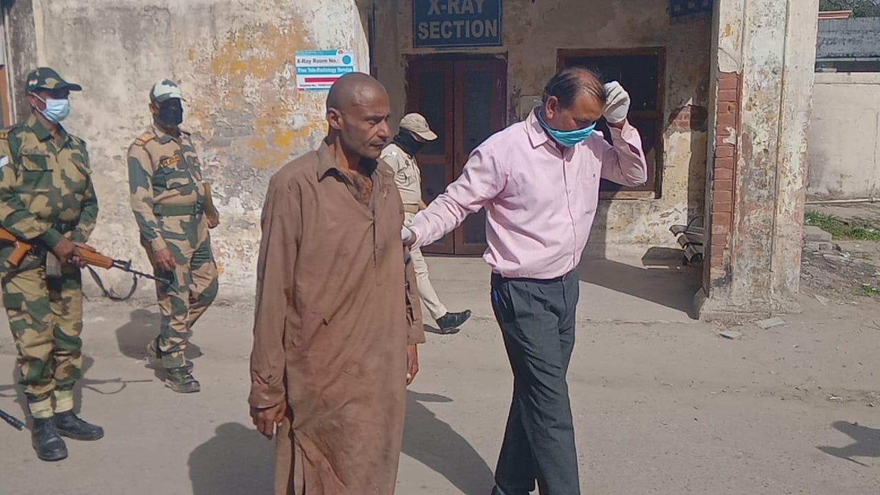 जम्मू कश्मीर: BSF ने अंतर्राष्ट्रीय बॉर्डर पार करने की कोशिश में एक पाकिस्तानी को गिरफ्तार किया