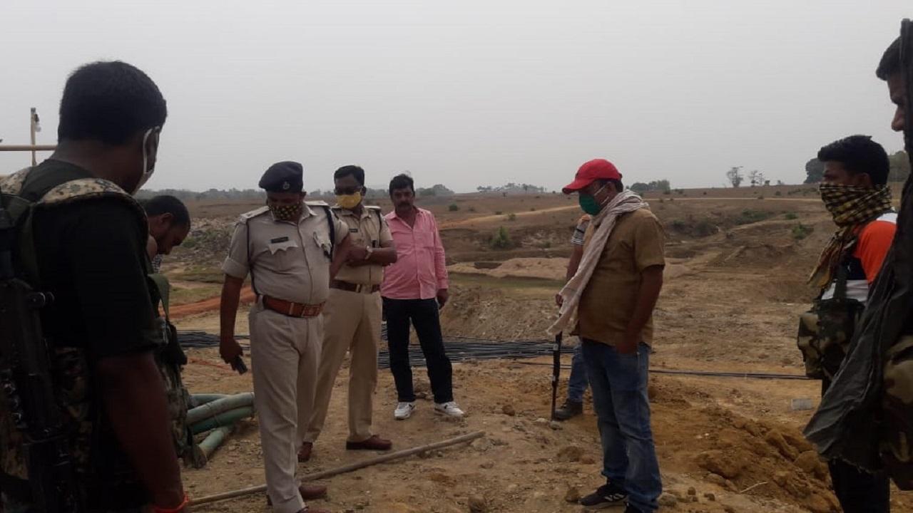 झारखंड-बिहार के सीमावर्ती इलाके में नक्सलियों का उत्पात, सड़क निर्माण में लगे मजदूरों के साथ की मारपीट
