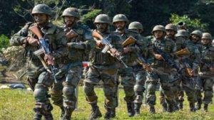 जम्मू कश्मीर: शोपियां में आतंकियों और सुरक्षाबलों के बीच मुठभेड़, ऑपरेशन जारी