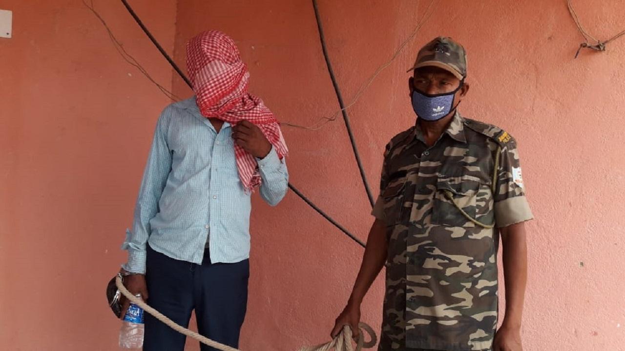 Jharkhand: चिलखरी नरसंहार में शामिल एक और नक्सली को गिरिडीह पुलिस ने दबोचा