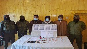 जम्मू कश्मीर: बडगाम में सुरक्षाबलों ने लश्कर-ए-तैयबा के तीन OGW को गिरफ्तार किया, गोला-बारूद और आपत्तिजनक सामग्री भी बरामद