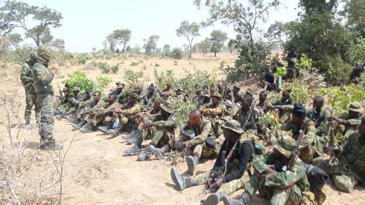 Indian Army ने नाइजीरिया की सेना को दी आतंकवाद के खिलाफ ऑपरेशन की ट्रेनिंग, देखें PHOTOS