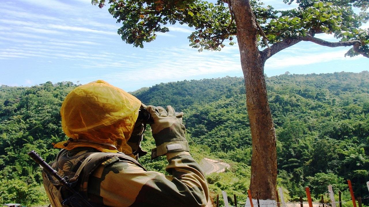 'गार्जियंस ऑफ बॉर्डर' हैं BSF के जवान, देखें त्रिपुरा में सरहद की निगेहबानी करते सैनिकों की ये PHOTOS
