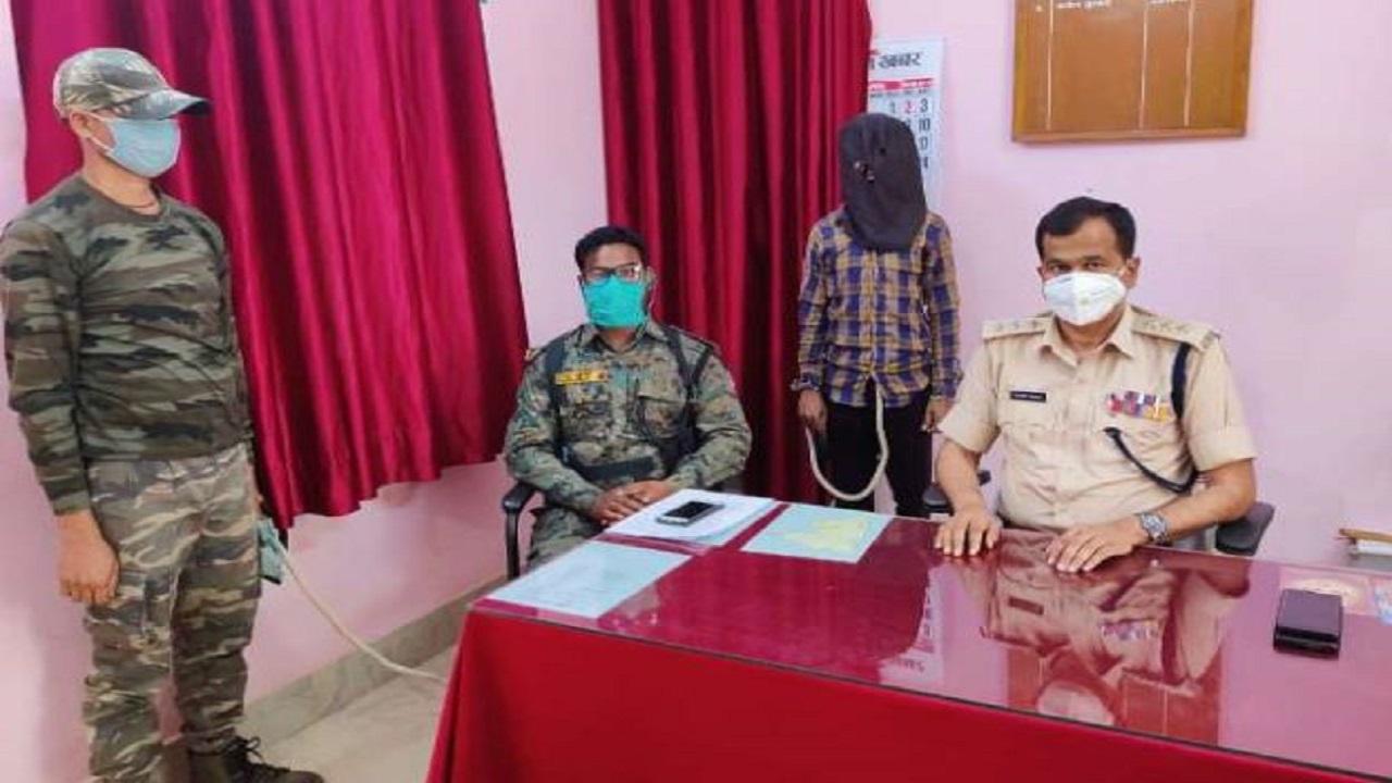 Jharkhand: पश्चिम सिंहभूम पुलिस को मिली बड़ी कामयाबी, महाराजा प्रमाणिक दस्ते का सक्रिय नक्सली गिरफ्तार