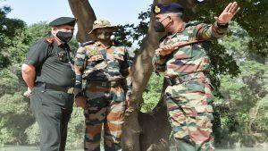 Indian Army: CDS जनरल बिपिन रावत ने किया खड्ग सेपर्स का दौरा, देखें PHOTOS