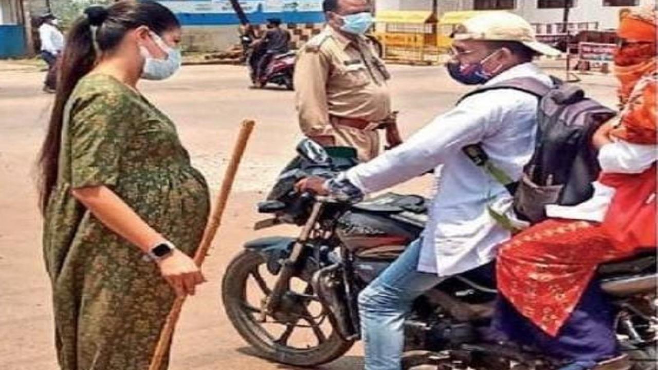छत्तीसगढ़: प्रेगनेंट होने के बावजूद सड़क पर ड्यूटी कर रहीं DSP शिल्पा साहू, सीएम बघेल ने की तारीफ