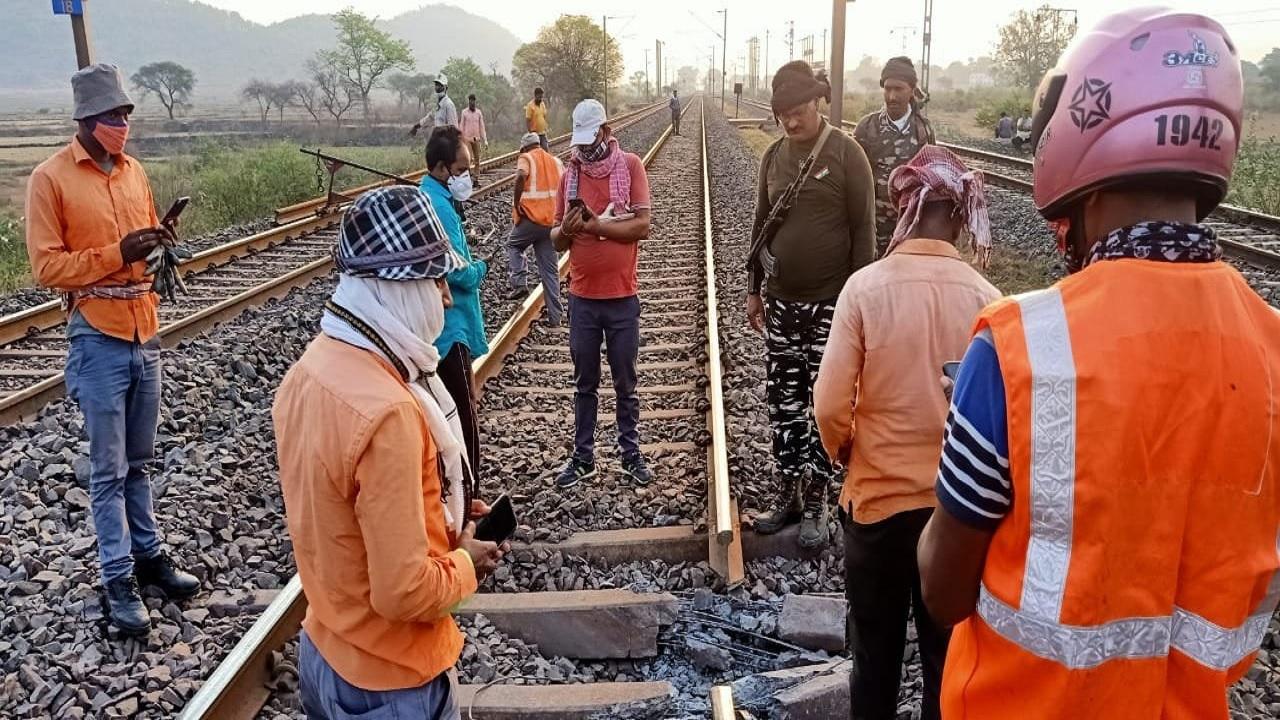 नक्सलियों ने बनाया था भारतीय रेलवे को बड़ा नुकसान पहुंचाने का प्लान! उखाड़ा रेलवे ट्रैक