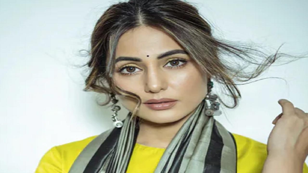 पॉपुलर एक्ट्रेस हिना खान कोरोना संक्रमित हुईं, हालही में पिता का हुआ था निधन