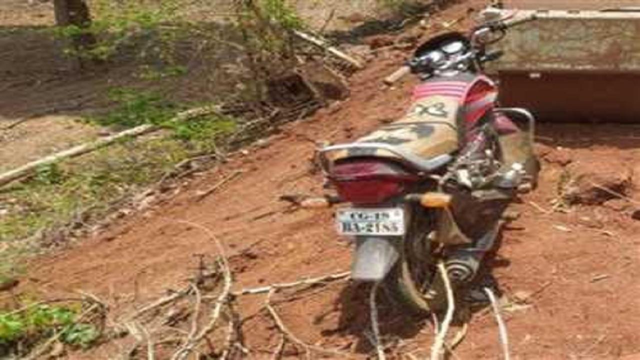 छत्तीसगढ़: 4 दिनों से लापता पुलिसकर्मी मनोज नेताम की बाइक बरामद, साथ में मिला नक्सली पर्चा