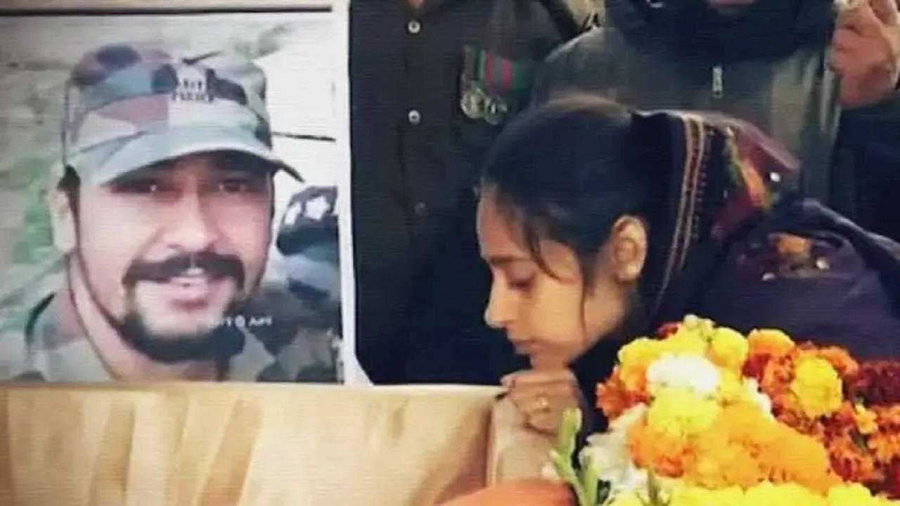 साल 2019 में शहीद हुए मेजर ढौंढियाल की पत्नी अगले महीने से ज्वाइन करेंगी सेना, शादी के 10 महीने बाद ही पति को दी थी अंतिम विदाई