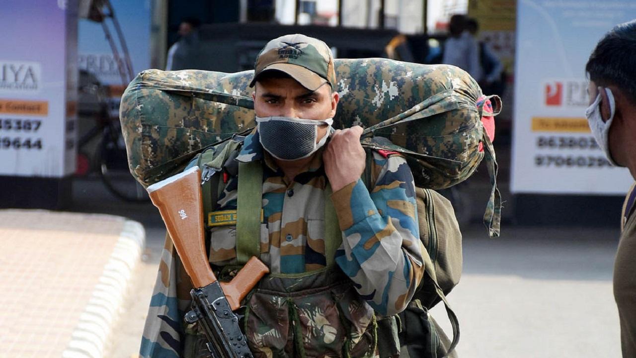 दिल्ली में बेकाबू कोरोना से निपटने के लिए केजरीवाल सरकार ने मांगी सेना की मदद