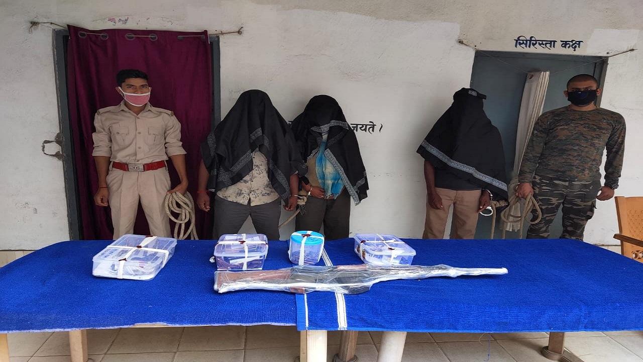 झारखंड: सुरक्षाबलों ने बड़ी नक्सली योजना को किया विफल, हमले की योजना बना रहे 4 नक्सलियों को हथियार के साथ धर-दबोचा