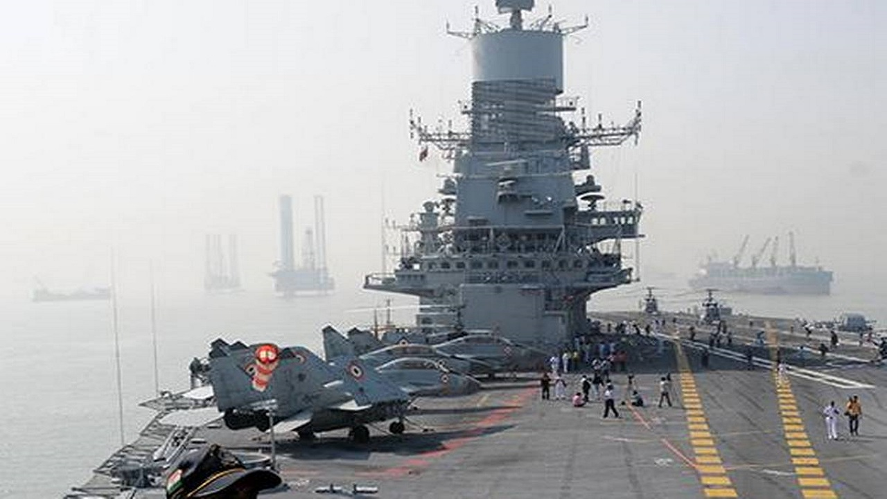 युद्धक विमान INS विक्रमादित्य में लगी आग, भारतीय नौसेना ने जारी किया ये बयान