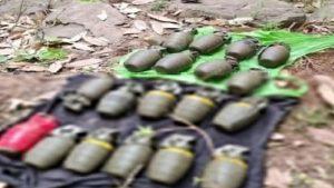 जम्मू कश्मीर: पुंछ जिले में बड़ी आतंकी साजिश नाकाम, आतंकी ठिकाने से 19 हैंड ग्रेनेड बरामद