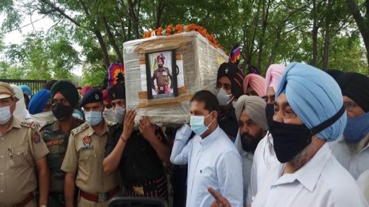 अरुणाचल प्रदेश में शहीद हुआ पंजाब का जवान, 12 साल के बेटे ने दी चिता को आग, रो पड़ा पूरा गांव