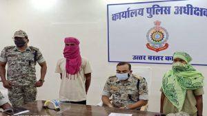 7 लाख के इनामी नक्सली ने पत्नी के साथ किया सरेंडर, 8 लोगों की हत्या का है आरोप